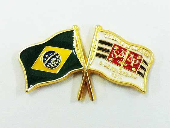 Bandeira do Brasil e Tribunal de Justiça